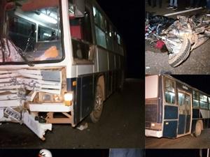 ônibus e motocicleta envolvidos no acidente