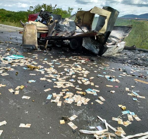 Resultado de imagem para fotos assalto a carro forte Floriano PI